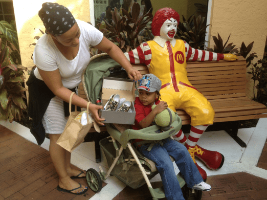 RonaldMcdonald-Ft-Lauderdale-Zipz-Shoes-little-guest-withMom