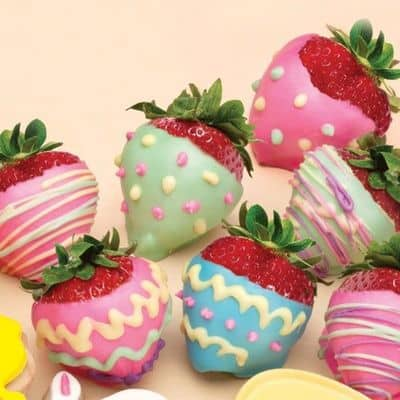 You can use mason jar crafts for placing these chocolate covered strawberries and give them as a gift. Easter craft ideas are so much cuter with colorful strawberries! #HeartThis #Crafts