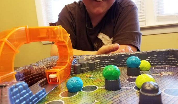 Amy Moving Hexabug Creates Exciting Family Time With the Buggaloop Game by Ravensburger