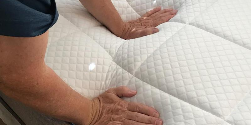 You're A Woman With Back Pain? HOW TO Choose A Mattress For Yourself