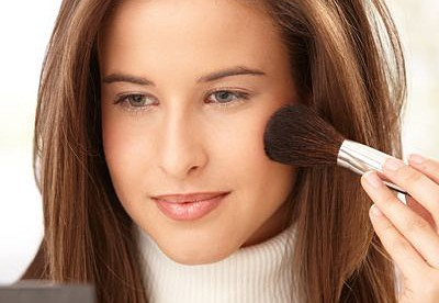 Simple Ways to Touch up Hair and Makeup