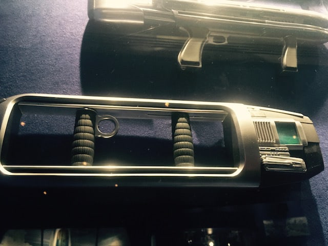 Tomorrowland-gun