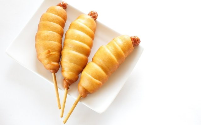 Crazy Corn Dogs #Recipes with Yellow #Cornmeal – Quick #Recipes for Fun Summer