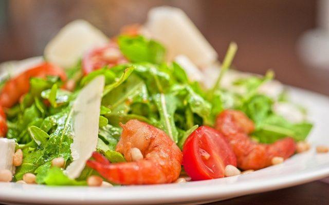 Arugula Salad with Shrimp and Tomatoes Recipe