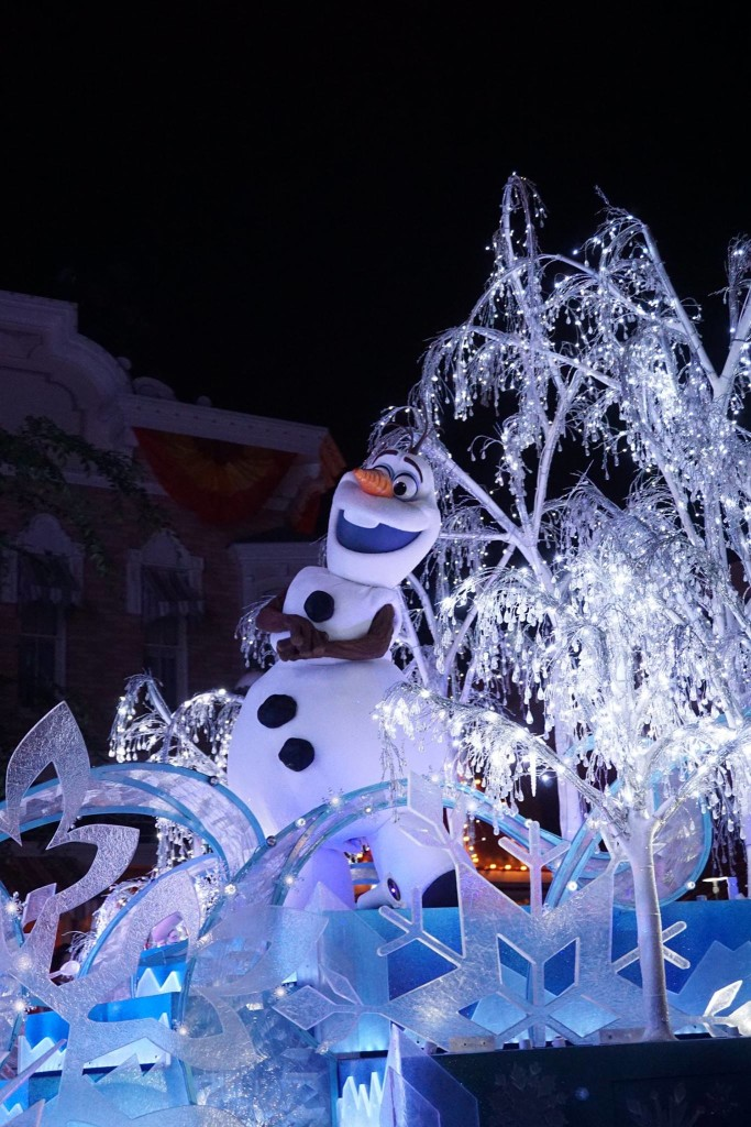 Olaf Float, Paint the Night Parade