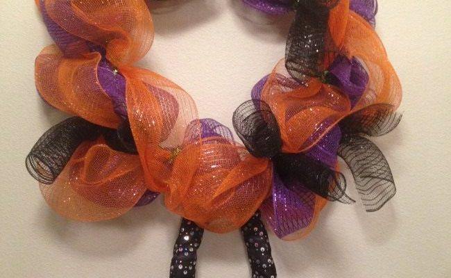 Halloween Deco Mesh Wreath Tutorial – 12 Days of Halloween, DAY 2