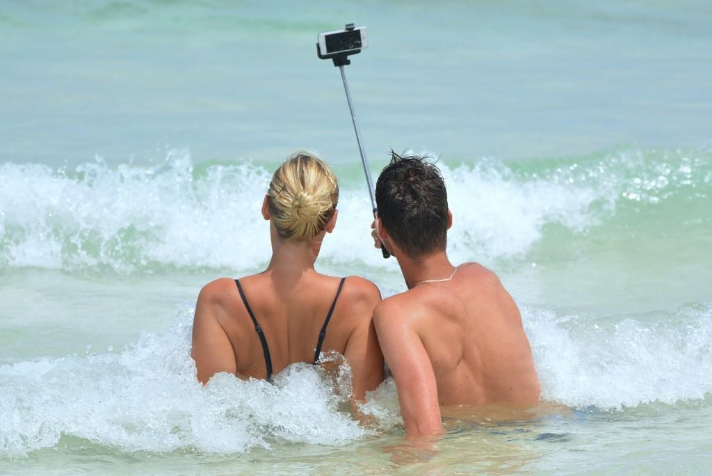 vacation, couple, selfie