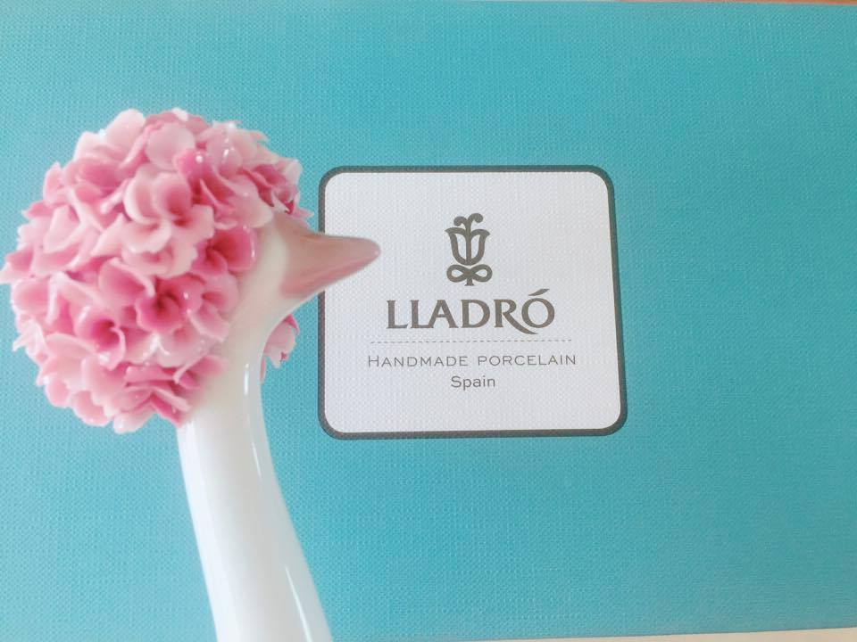 GOOSIPING LLADRO Porcelain figurine, Breast Cancer Awareness Relay