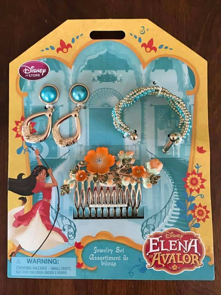 The Disney Latina Princess Elena of Avalor leads with her spirit and actions. Here's my interview with Editor Silvia Olivas. Plus amazing Disney Princess accessories for a girl.