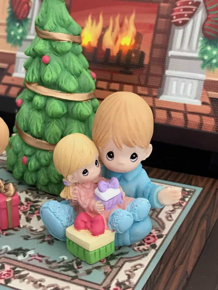 Precious Moments Figurines Collection, Christmas, Family Traditions