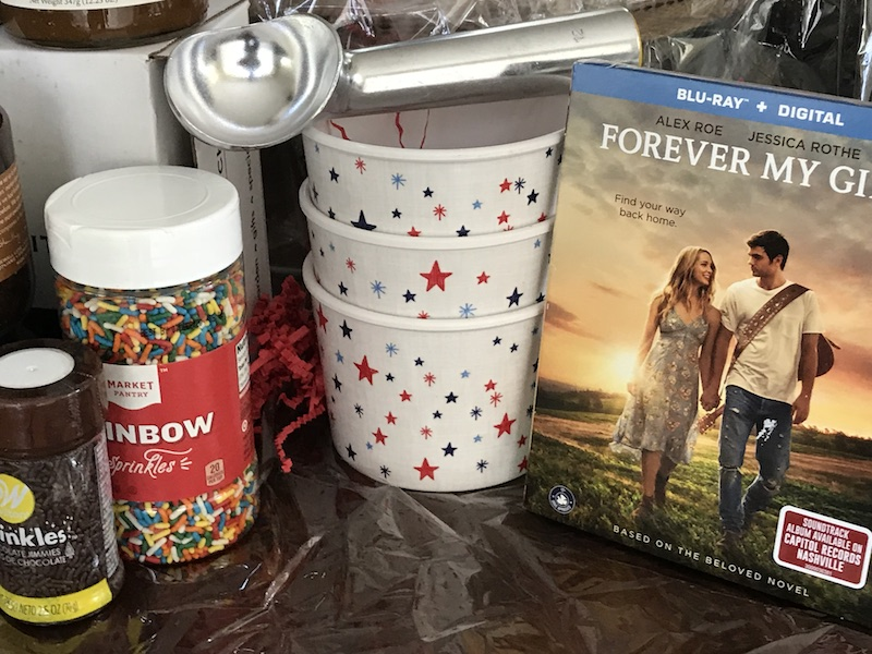 Movie night with ice-cream toppings, awesome lemonade recipes and a ton of popcorn. Lionsgate movie FOREVER MY GIRL is a new love story flick.
