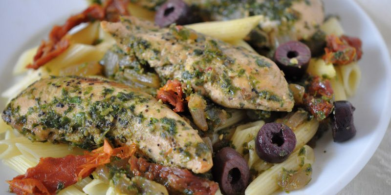 Healthy Chicken Pesto Pasta With Sun-Dried Tomatoes