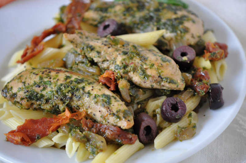 Healthy chicken pesto pasta with sun-dried tomatoes, easy recipe for dinner