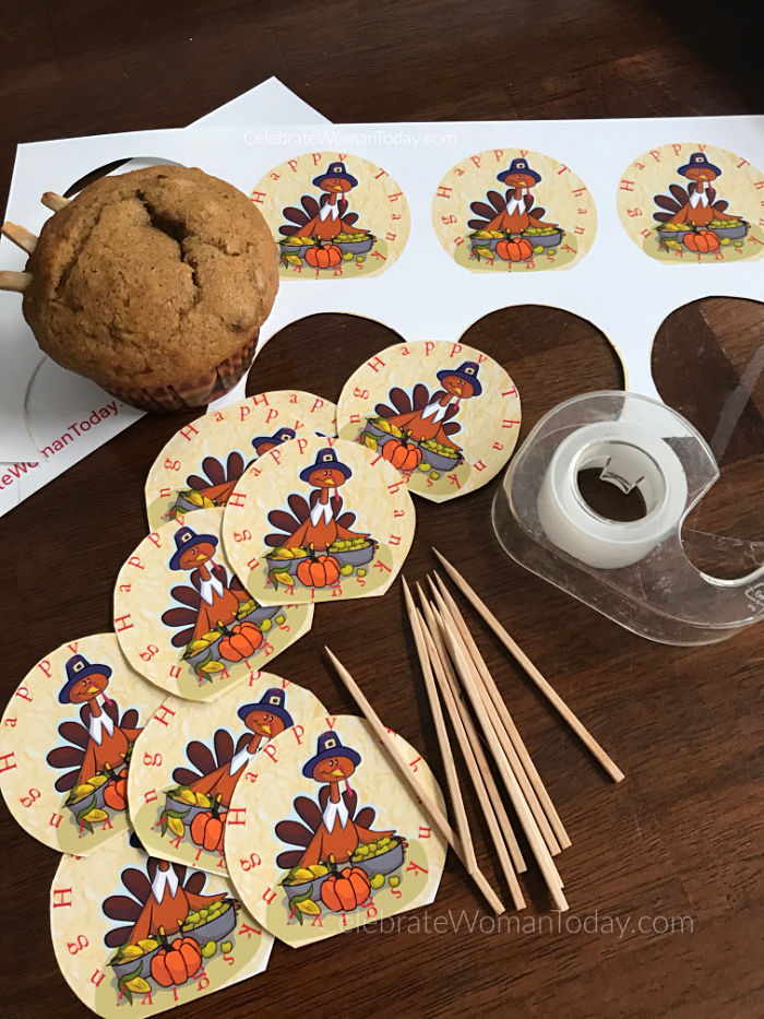 Affordable and easy food craft. Let these cute turkeys adorn your cupcake desserts! Download this FREE printable turkey cupcake toppers