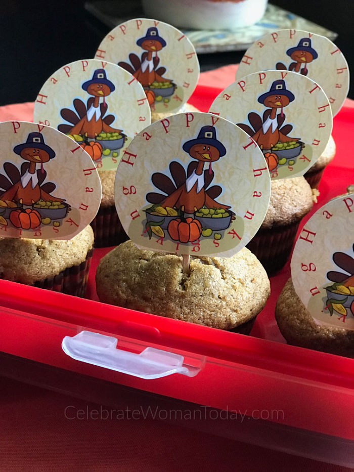 Who wants these cute and easy to make turkey cupcake decorations? Let these cute turkeys adorn your cupcake desserts! Download this FREE printable turkey cupcake toppers.
