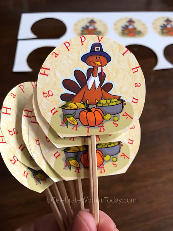 Easy to make with your kids for a holiday season. Let these cute turkeys adorn your cupcake desserts! Download this FREE printable turkey cupcake toppers.