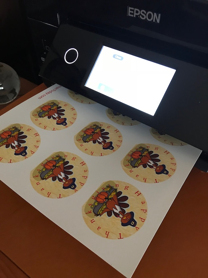 Download FREE Thanksgiving Turkey Cupcake Toppers Printable! Decorate to your heart's desire! I printed my cupcake toppers on EPSON PRINTER!
