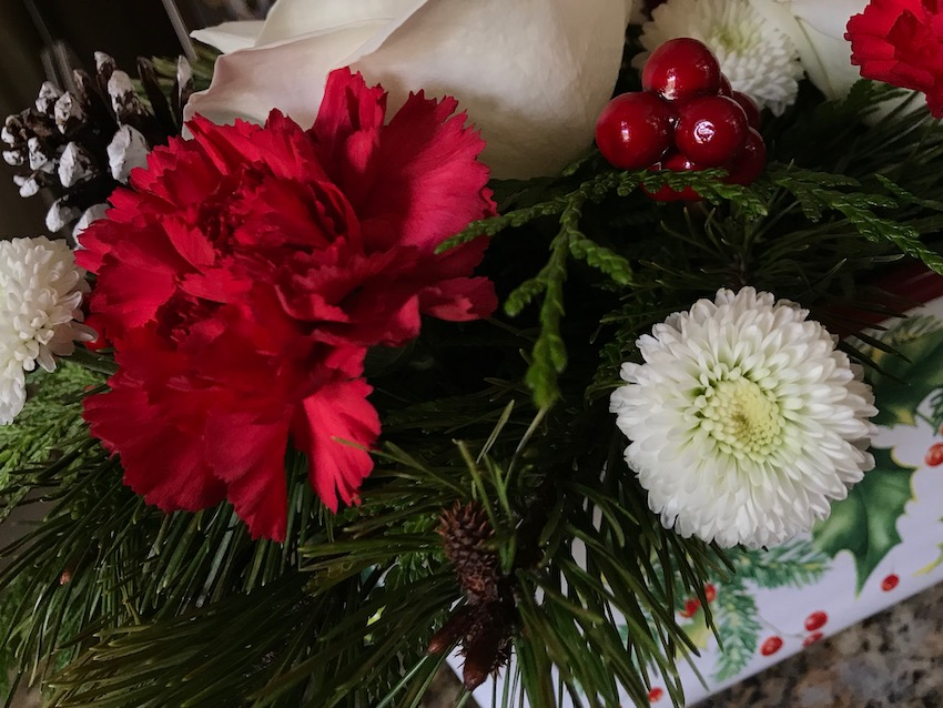 There is no surprise that a woman responds favorably to flower gifts. Here's our list for holiday flowers women love any time of the year.