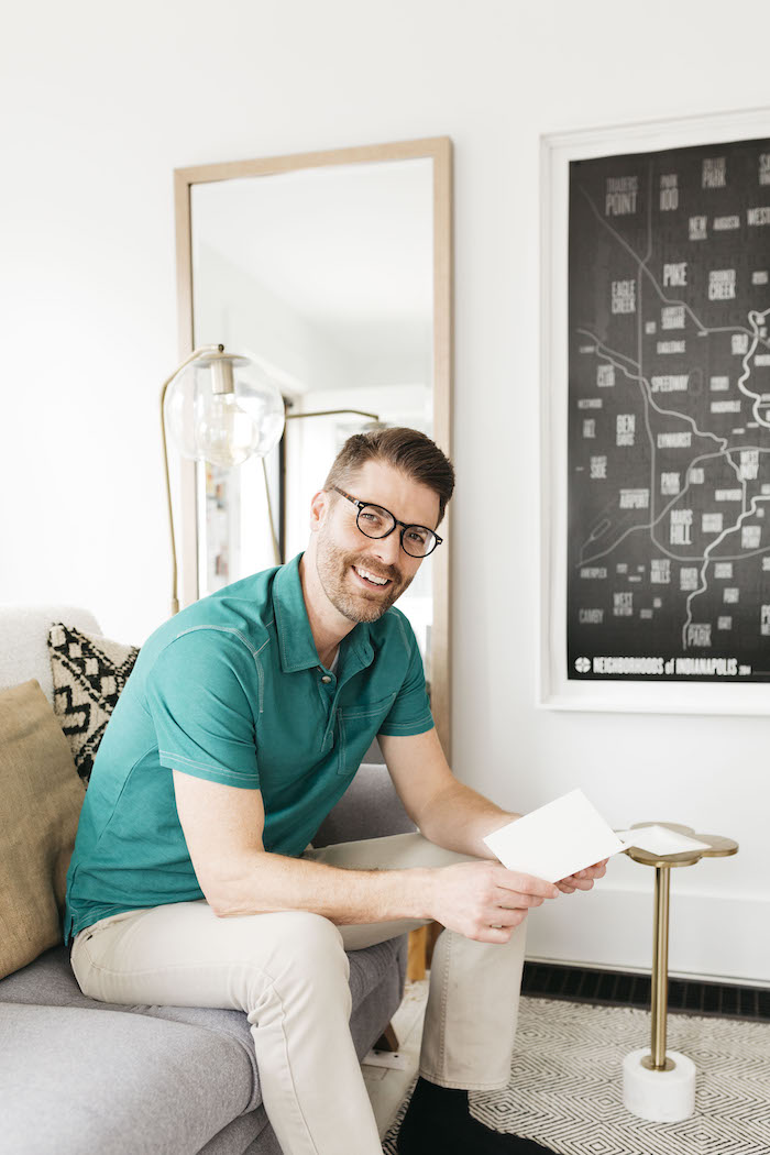 Men's reading glasses can be stylish