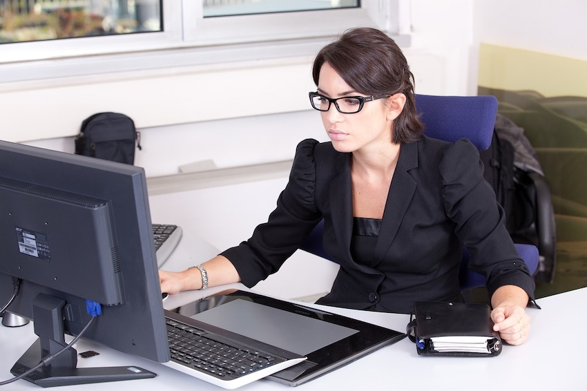 Tips for bloggers how to find the best monitor for eye strain