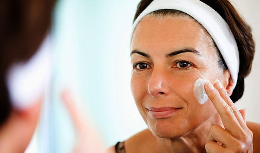 Anti-Aging Retinoid Therapy for Women for Healthy Plump Skin