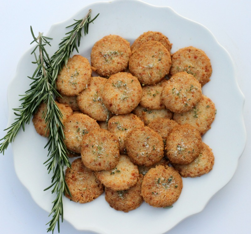 Cheese crackers with Parmigiano-Reggiano cheese
