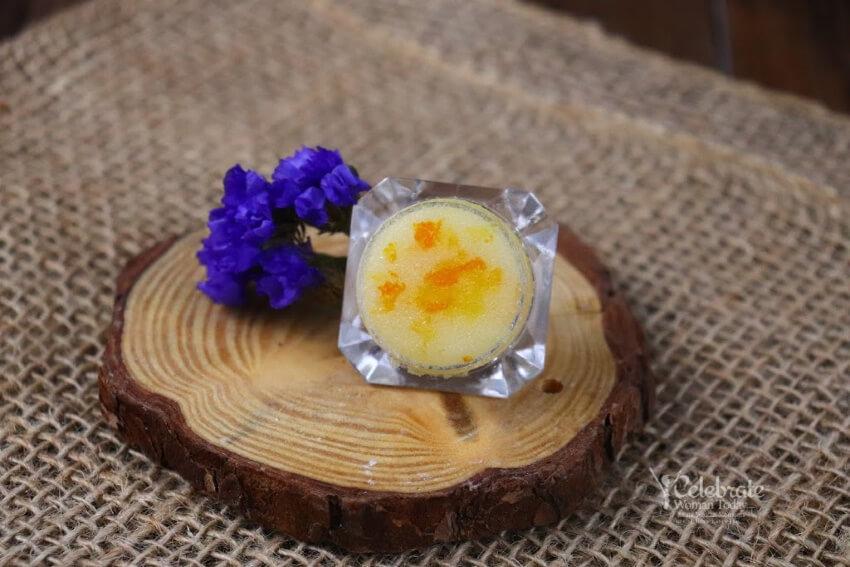 DIY Vanilla Lip Scrub With Manuka Honey